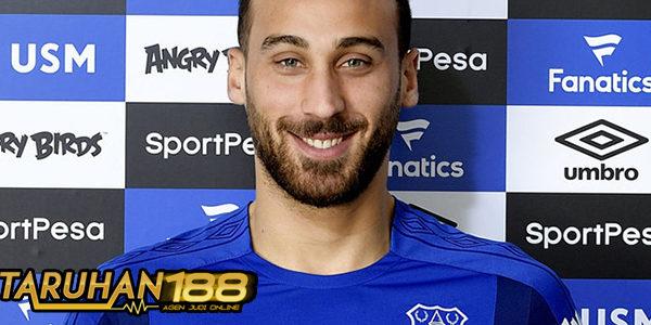 Everton Resmikan Transfer Cenk Tosun dari Besiktas