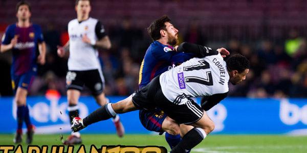 Coquelin Sampai Harus Lepas Jersey Messi Untuk Merebut Bola