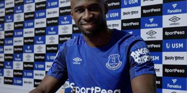 Everton Resmi Transfer Mangala ke Manchester City Sebagai Pinjaman