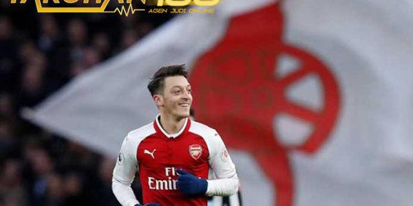 Kata Hati yang Membuat Oezil Perpanjang Kontrak Baru di Arsenal