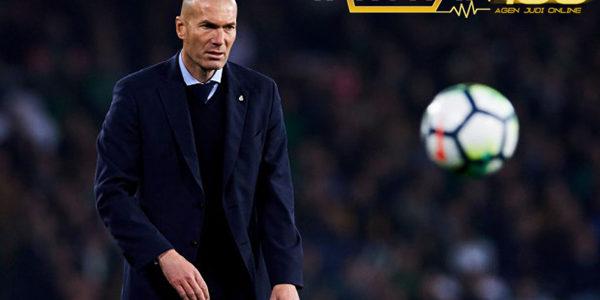 Zidane Ungkapkan Keinginannya Bertahan Lama Bersama Real Madrid