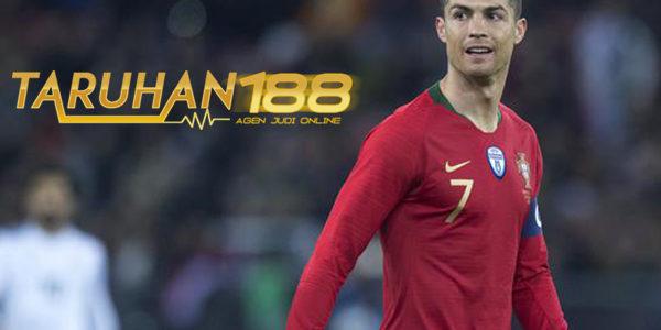 Fernando Santos Tak Mau Terlalu Cepat Panggil Ronaldo Bela Portugal