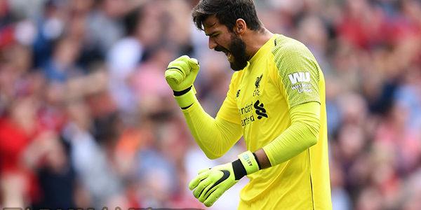 Van Dijk Sebut Alisson Sudah Nyetel dengan Lini Belakang Liverpool
